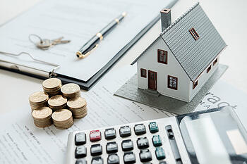 house-model-with-real-estate-agent-customer-discussing-contract-buy-house-insurance-loan-real-estate-background_1418-2274