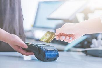 pos-credit-card-settlement-instead-cash-settlement_1359-1155