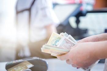 pos-credit-card-settlement-instead-cash-settlement_1359-1173